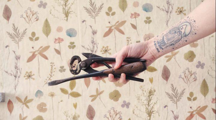attrezzi vintage_mano_tatuaggio_volere_potere