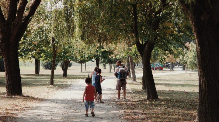 bambini_piante_parco_detox